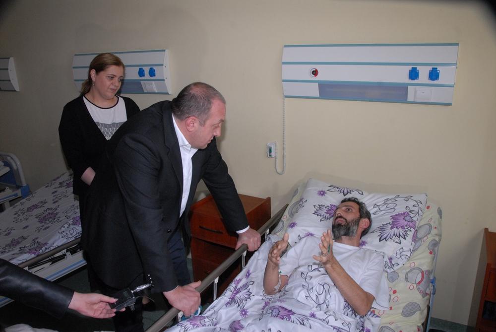 პრეზიდენტმა სტიქიისგან დაზარალებული საავადმყოფოში მოინახახულა