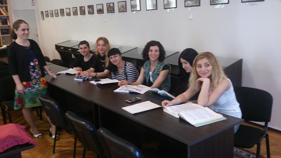 საზოგადოებრივი აკადემიის სტუდენტები საარქივო სამმართველოში სასწავლო პრაქტიკაზე 1
